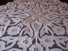 çiçek çiçek beyaz iş masa örtüsü modeli