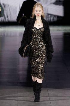 Dolce & Gabbana Fall 2020 Ready-to-Wear Fashion Show Collection: See the complete Dolce & Gabbana Fall 2020 Ready-to-Wear collection. Look 25 Dark Fashion, Fashion 2020, Runway Fashion, Fashion Brands, High Fashion, Fashion Outfits, Womens Fashion, Gothic Fashion, Milano Fashion Week