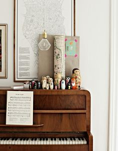 // A piano and trinkets. Jon would love having a piano. Sweet Home, Decor Inspiration, Decor Ideas, Piano Room, Interior Exterior, My New Room, Interiores Design, Vintage Home Decor, My Dream Home