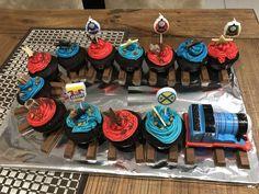 Thomas the tank cupcake train Thomas Birthday Parties, Thomas The Train Birthday Party, 2nd Birthday Party Themes, Christmas Party Themes, Trains Birthday Party, Train Party, Birthday Ideas, Toddler Birthday Cakes, First Birthday Cupcakes