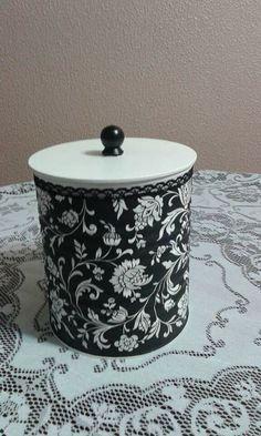 Tin Can Crafts, Diy And Crafts, Arts And Crafts, Diy Crafts Vintage, Recycled Crafts, Recycle Cans, Coffee Tin, Metal Tins, Bottle Crafts