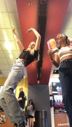 Maddie and Mackenzie Ziegler Mackenzie Ziegler, Maddie Et Mackenzie, Dance Moms Facts, Dance Moms Girls, Mack Z, Anne Frank, Teen Girl Poses, Half Brother, Dance Choreography