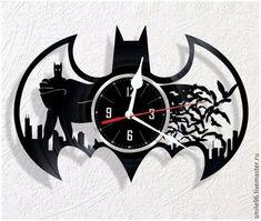 Vinyl wall clock Batman by WoodenHMcraft on Etsy Vinyl Record Clock, Record Art, Clock Art, Diy Clock, Vinyl Crafts, Vinyl Art, Intarsia Wood Patterns, Pallet Clock, Family Tree Wall Sticker