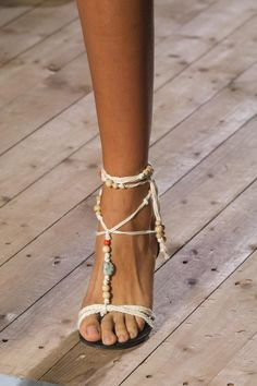 Isabel Marant Spring 2020 Fashion Show Details. All the fashion runway close-up details, shoes, and handbags from the Isabel Marant Spring 2020 Fashion Show Details. Isabel Marant, Givenchy, Gucci, Thom Browne, Miu Miu, Stella Mccartney, Dior, Runway Shoes, Saint Laurent
