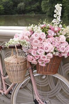 35 super ideas for bike basket flowers romantic Beautiful Flower Arrangements, Floral Arrangements, Beautiful Flowers, Romantic Flowers, Pink Love, Pretty In Pink, Tout Rose, Bicycle Art, Everything Pink