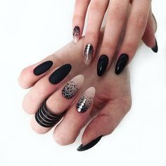 The black nail designs are stylish. It is loved by beautiful women. Black nails are an elegant and chic choice. Color nails are suitable for… Prom Nails, Fun Nails, Grey Nail Designs, Almond Shape Nails, Nails Shape, Super Nails, Black Nails, Stiletto Nails, Trendy Nails