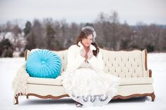 Perfect pop of color with the pillow! #ArkansasBride