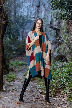 Πλεκτό πόντσο ιντάρσια πολύχρωμο – onesize Plaid Scarf, Kimono Top, Winter, Tops, Women, Fashion, Winter Time, Moda, Fashion Styles