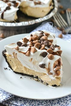 A simple recipe for creamy and delicious No-Bake Peanut Butter Pie. It only take… A simple recipe for creamy and delicious No-Bake Peanut Butter Pie. It only takes minutes to make with just a few ingredients! It's simply delicious! Peanut Butter Pie Recipe No Bake, Peanut Butter Desserts, Peanutbutter Pie No Bake, Easy No Bake Desserts, Just Desserts, Delicious Desserts, Japanese Sweets, Cookie Recipes, Dessert Recipes