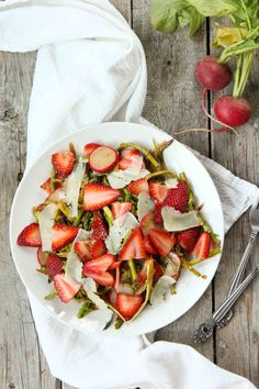Shaved Asparagus Salad with Strawberries and Balsamic | simplerootswellness.com