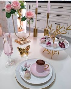 Coffee Love, Coffee Shop, Valley Flowers, Kitchen Hacks, Diet Recipes, Yummy Food, Place Card Holders, Table Decorations, Instagram