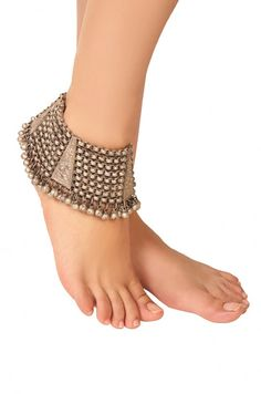 Female anklets the ideal method to consider taking your bijou compilation to another stage. Ankle Jewelry, Ankle Bracelets, Tribal Jewelry, Silver Jewelry, Gold Jewellery, Jewellery Designs, Silver Ring, Amrapali Jewellery, Jewelery