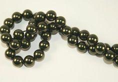 Oryginalne perły austriackiej firmy Swarovski, bez perłowego połysku, wykonane z wysokiej jakości komponentów innowacyjną technologią, dzięki czemu  są odporne na ścieranie, kontakt np. z perfumami na skórze czy promienie UV. Średnica 8mm, średnica otworu ok. 0,7mm #perły #pearls #8mm #swarovski #jewelry