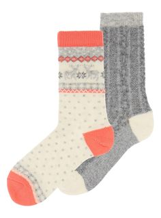 Crafted with wool, these pretty thermal socks will make a superior addition to your everyday winter essentials. Pink fairisle deer thermal sock Pack of 2 Thermal With wool Ribbed ankles Fairisle print Reinforced heel and toe