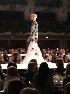 Vivian Van Dijk covered the Oscar de la Renta fashion show live. Eliza Bolen, executive vice president of Oscar de la Renta, was honored as the Woman of Distinction in Fashion.