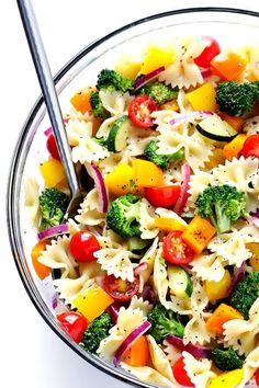 Veggie Lovers' Pasta Salad recipe is easy to make with whatever veggies you have on hand, it's tossed with a yummy white balsamic vinaigrette, and it's absolutely perfect for a party or picnic or potluck (or any regular weeknight dinner)! Best Pasta Recipes, Healthy Recipes, Dinner Recipes, Cooking Recipes, Cooking Pasta, Recipe Pasta, Veggie Pasta Recipes, Vegetarian Pasta Salad, Pasta Food