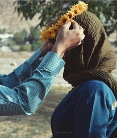 Find images and videos about love and couple on We Heart It - the app to get lost in what you love. Love Couple Images, Couples Images, Love Photos, Couple Pictures, Beautiful Pictures, Cute Couples Photography, Muslim Couple Photography, Cute Muslim Couples, Muslim Girls