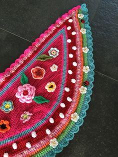 Een persoonlijke favoriet uit mijn Etsy shop https://www.etsy.com/nl/listing/387544126/omslagdoek-gehaakt-kind-bloemen-reemboog