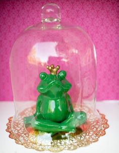 Princess and The Frog inspired centerpiece. Simple and elegant and ...