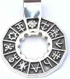 LAS RUNAS, EL ORÁCULO MÁGICO DE LOS CELTASLAS RUNAS COMO ORÁCULO CELTA  Veinticuatro piedras dibujadas y una en blanco…  Y en cada una de ellas hay un mundo inmenso. En su símbolo se guardan los secretos de toda la filosofía Celta. Es un alfabeto secreto a través del cual los Druidas trataron de transmitir en clave, parte de sus conocimiento, superan el simple significado de símbolo gráfico, En ellas se contiene hechos, situaciones, personajes y entidades. Es como si el universo pudiera…