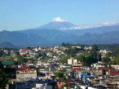 Xalapa,  Veracruz. Y el volcán Pico de Orizaba al fondo