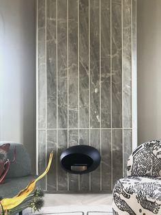 #cosentino #chimeneamarmol Living Room, Inspiration, Large Flower Arrangements, Blown Glass, Scandinavian Design, Blinds, Biblical Inspiration, Home Living Room, Drawing Room