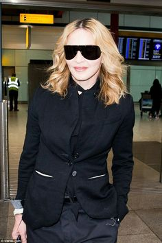 cea5338f34 Incognito  The blonde star covered up in all-black and was still sporting  chunky shades as she arrived at Terminal 5