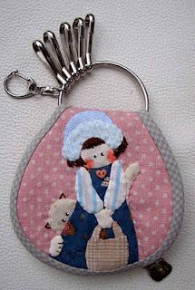 Resultado de imagem para patchwork case for key Japanese Patchwork, Japanese Quilts, Diy Sewing Projects, Sewing Crafts, Key Pouch, Diy Keychain, Sewing Appliques, Small Quilts, Sewing Accessories