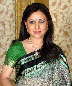 Shahane,a Marathi actress has taken our hearts away. At Shatika we love simplicity and the green printed silk saree that she is wearing has re-confirmed in the ideology that simple is beautiful. #Shatika #Shahane #Handloomsarees #Marathiactress #Onlineshopping