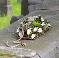 Bildergebnis für design bloemstukken Funeral Flower Arrangements, Funeral Flowers, Wythe Hotel, Grave Decorations, Guest Gifts, Without Makeup, Hotel Wedding, Bud Vases, Most Beautiful Pictures