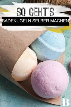 Badekugeln selber machen: So geht's! - - Badekugeln selber machen: So geht's! Baden / Duschen Make bath balls yourself: Here's how! Making bath balls yourself not only works very easily, they are also a nice DIY gift. Beauty Box, Diy Beauty, Beauty Hacks, Beauty Tips, Beauty Care, E Cosmetics, Mom Day, Artisanal, You Are The Father