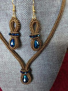 The Beading Gem's Journal: Want Something Different? 3 Beaded Earrings Tutorials to Try Seed Bead Necklace, Seed Bead Jewelry, Beaded Earrings, Beaded Bracelets, Necklaces, Bijoux Wire Wrap, Zipper Jewelry, Beaded Jewelry Patterns, Beaded Embroidery