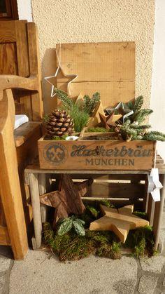 Vintage schlafzimmer hamburg and upcycling on pinterest for Holzkisten weihnachtlich dekorieren