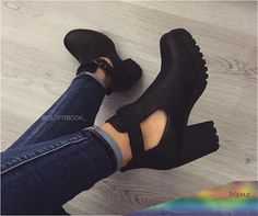 69 Ideas Fashion Shoes Photography Inspiration High Heels For 2019 Pretty Shoes, Beautiful Shoes, Cute Shoes, Me Too Shoes, Heeled Boots, Shoe Boots, Ankle Boots, Dream Shoes, Crazy Shoes