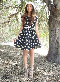 Model blogger Elaine of Lolita Kitten looks absolutely adorable in this  floral Charlotte Russe dress 775fcc614b8ec