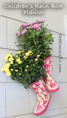 The Kim Six Fix: Children's Rain Boot Planters -Skye Cedar Planter Box, Planter Boxes, Planter Ideas, Raised Garden Bed Plans, Kids Rain Boots, Flower Planters, Hanging Planters, Real Flowers, Summer Flowers