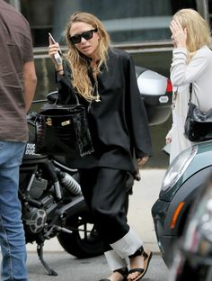 Mary-Kate and Ashley leaving their office in NYC, July 21 2017