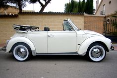 Excuse me, can I have this one please! Volkswagen Beetle 1303 -S Cabriolet 1972 Auto Volkswagen, Volkswagon Van, Volkswagen Beetle, Beetle Car, Vw Cabriolet, Vw Coccinelle Cabriolet, Carros Retro, Vw Beetle Convertible, Vw Super Beetle