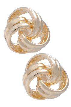 Uma peça que pode ser usada diariamente, pois fica bem com qualquer estilo de roupa. Combine esse acessório, banhado a ouro, com pulseiras douradas para ter um look mais completo. Dimensões: 1,3 cm de diâmetro. Peso: 2,2 gramas.