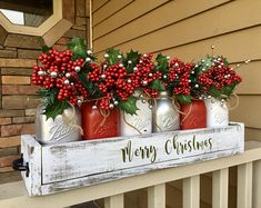 Are you looking for ideas for farmhouse christmas tree? Check this out for very best farmhouse christmas tree images. This cool farmhouse christmas tree ideas seems to be entirely superb. Centerpiece Christmas, Christmas Mason Jars, Christmas Porch, Silver Christmas, Rustic Christmas, Xmas Decorations, Christmas Holidays, Christmas Wreaths, Merry Christmas