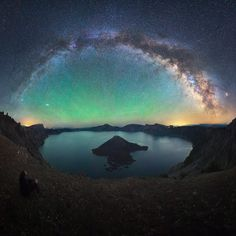 25.1 тыс. отметок «Нравится», 407 комментариев — Michael Shainblum (@shainblumphotography) в Instagram: «Where is your favorite places to stargaze this summer? Here is one of mine, Crater Lake in Oregon.»