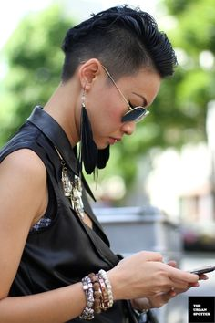Esther Quek is my new fashion queen. Hipster Grunge, Modern Fashion, New Fashion, Fashion Beauty, Dandy, Androgynous Haircut, Quick Hairstyles, Mohawk Hairstyles, Haircuts