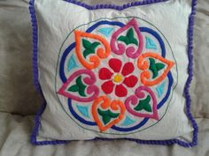 Mexican Embroidery, Types Of Embroidery, Modern Embroidery, Hand Embroidery Designs, Vintage Embroidery, Embroidery Patterns, Cushion Embroidery, Embroidery Needles, Crewel Embroidery