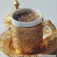 Arabic coffee, this cup and saucer set. I Love Coffee, Coffee Break, My Coffee, Coffee Drinks, Morning Coffee, Coffee Shop, Coffee Girl, Coffee Creamer, Starbucks Coffee