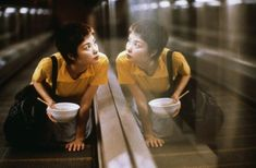 Chungking Express 重慶森林 Dir Wong Kar-wai (Takeshi Kaneshiro, Brigitte Lin, Faye Wong, Tony Leung Chiu-wai) At the closest point of our intimacy, we were just cm from each other. Movie List, Movie Tv, Movie Scene, Lou Le Film, Faye Wong, Chungking Express, Hong Kong Express, 10 Film, Fritz Lang