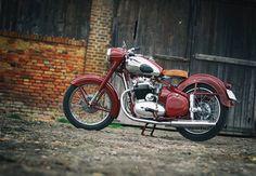 American Motorcycles, Vintage Motorcycles, Cars And Motorcycles, Classic Bikes, Classic Cars, Classic Motorcycle, Ducati, Enfield Motorcycle, European Models