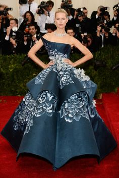 Karolina Kurkova in a gorgeous Marchesa gown #MetGala