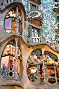 To know more about Spain : Passeig de Gracia 08007 Barcelona Casa Batlló :Works of Antoni Gaudí, visit Sumally, a social network that gathers together all the wanted things in the world! Unusual Buildings, Beautiful Buildings, Beautiful Places, Modern Buildings, Architecture Unique, Architecture Art Nouveau, Barcelona Architecture, Colour Architecture, Futuristic Architecture