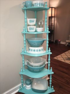 That is so gorgeous! I can't wait to get all my milk glass out and together. Vintage Design, Vintage Decor, Vintage Furniture, Painted Furniture, Antique Dishes, Vintage Dishes, Vintage Pyrex, Vintage Kitchenware, Vintage Glassware