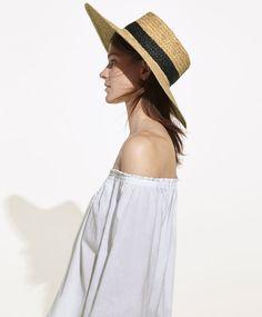 Шляпа с полями, из рафии, 1999руб - Шляпа с полями, изготовленная из рафии. Размер изделия можно регулировать с помощью шнура.<br/> - Тенденции женской моды весна лето 2017 на Oysho онлайн.